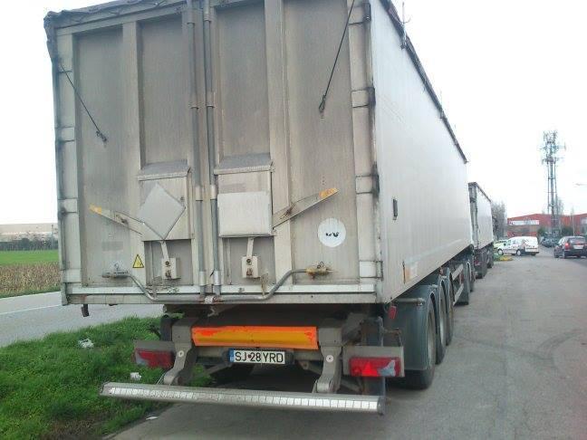 camioane-romanesti-abandonate-in-italia-4