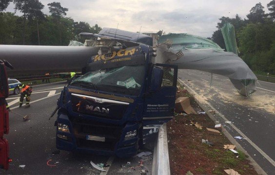 accident-a33-germania-2017-03